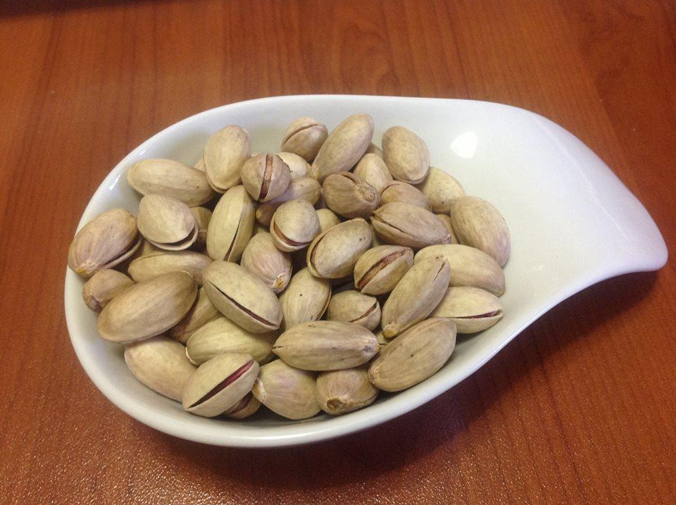 La porzione ideale quotidiana di pistacchio si aggira sulle 160 calorie.. cioè 50 pistacchi.